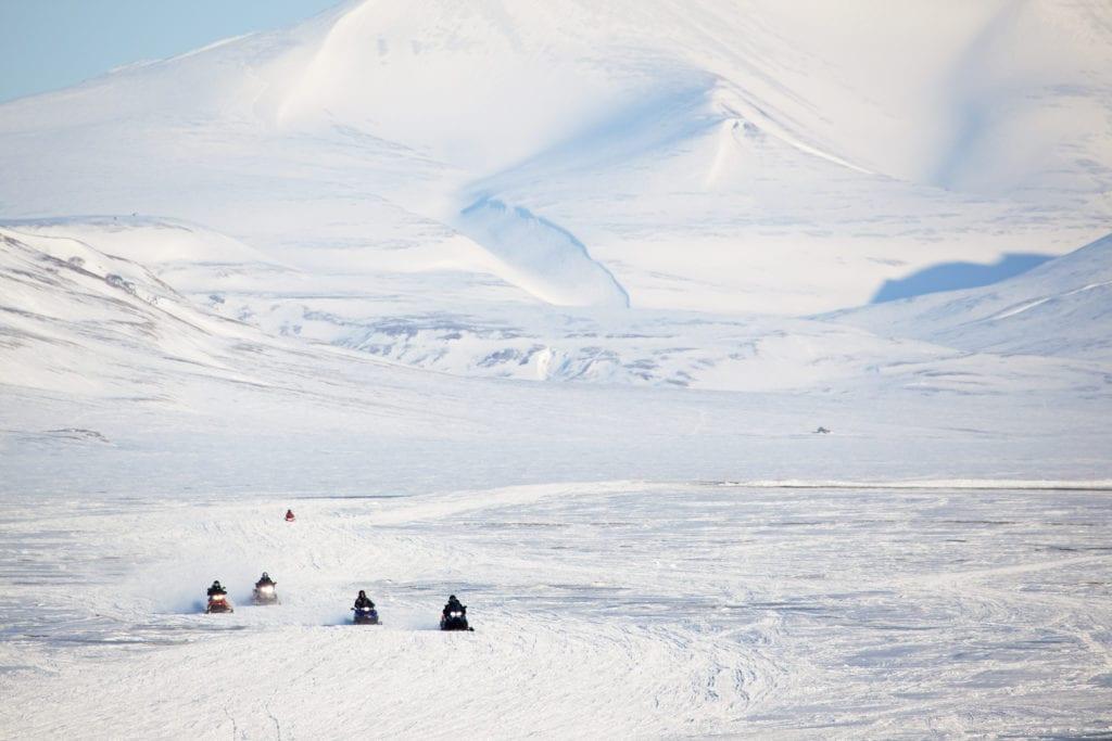 Snøscooterkjøring i enormt vakkert vinterlandskap